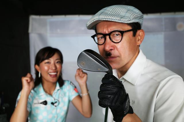 画像: ジョニ男が一番苦手だという58度のアプローチ。小澤美奈瀬はどんなレッスンを施すのか?