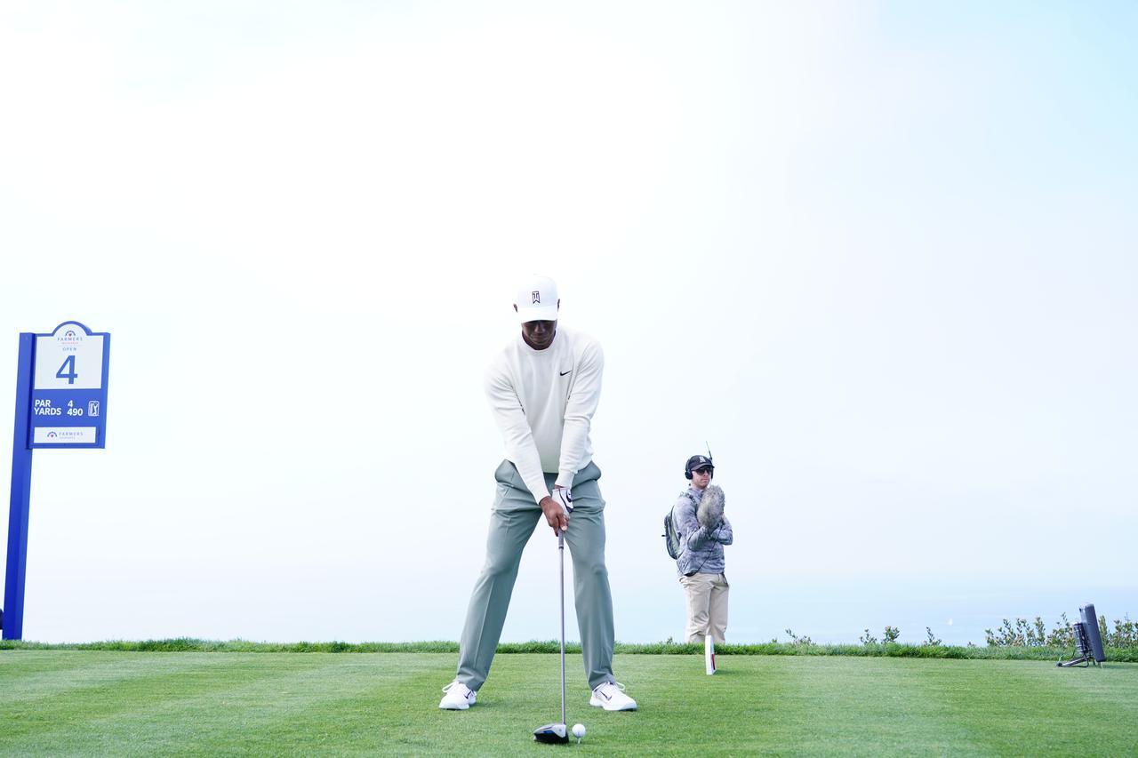 Images : 1番目の画像 - 正面から見たタイガー・ウッズのドライバースウィング連続写真 - みんなのゴルフダイジェスト