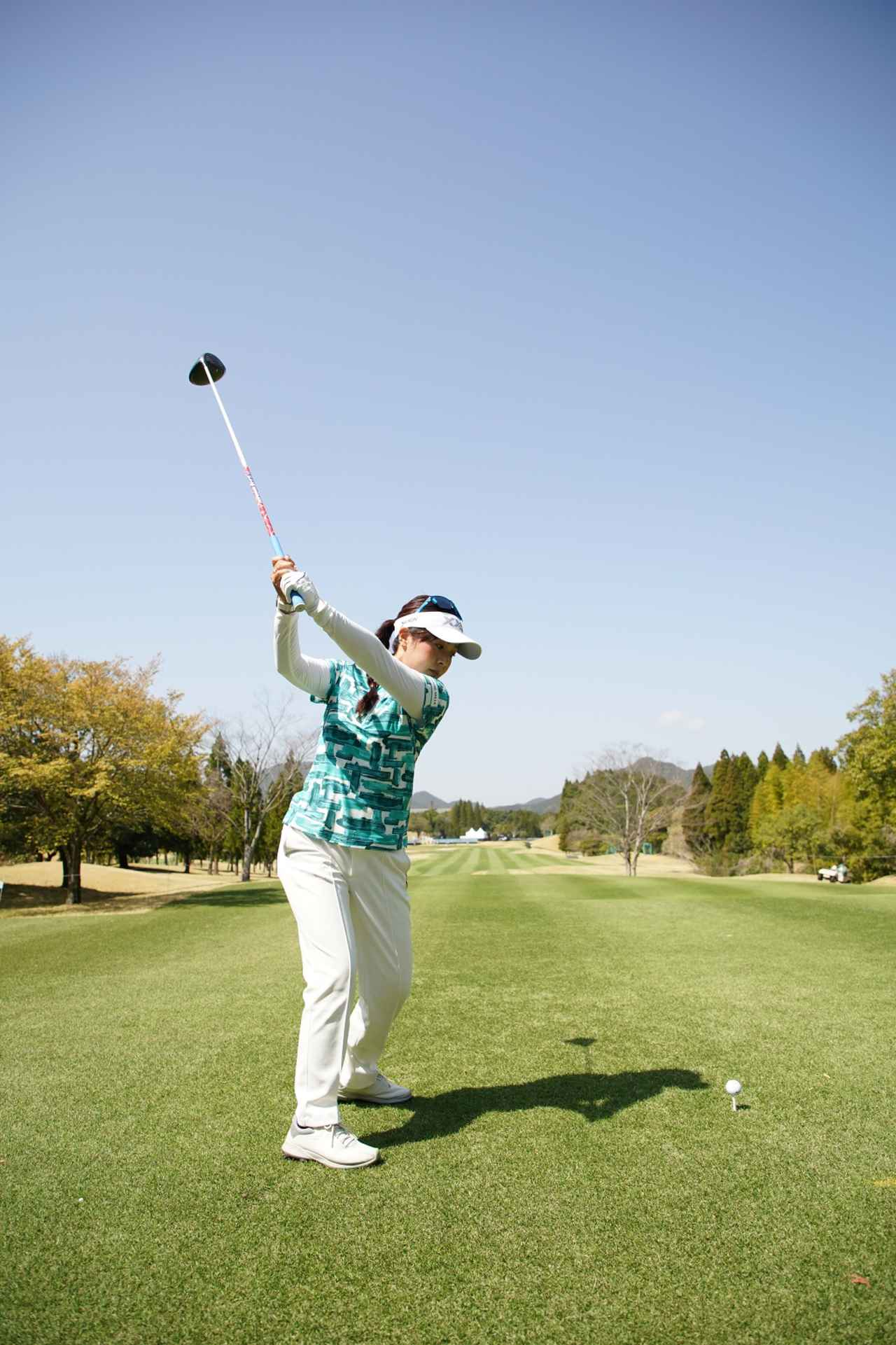 Images : 7番目の画像 - 青木瀬令奈のドライバー連続写真(後方) - みんなのゴルフダイジェスト