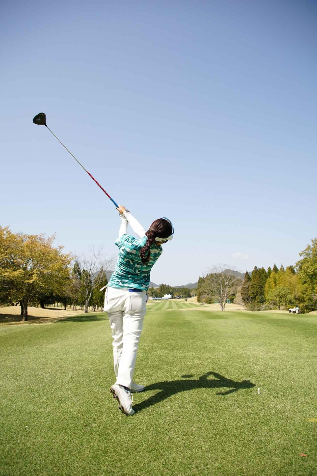 Images : 15番目の画像 - 青木瀬令奈のドライバー連続写真(後方) - みんなのゴルフダイジェスト