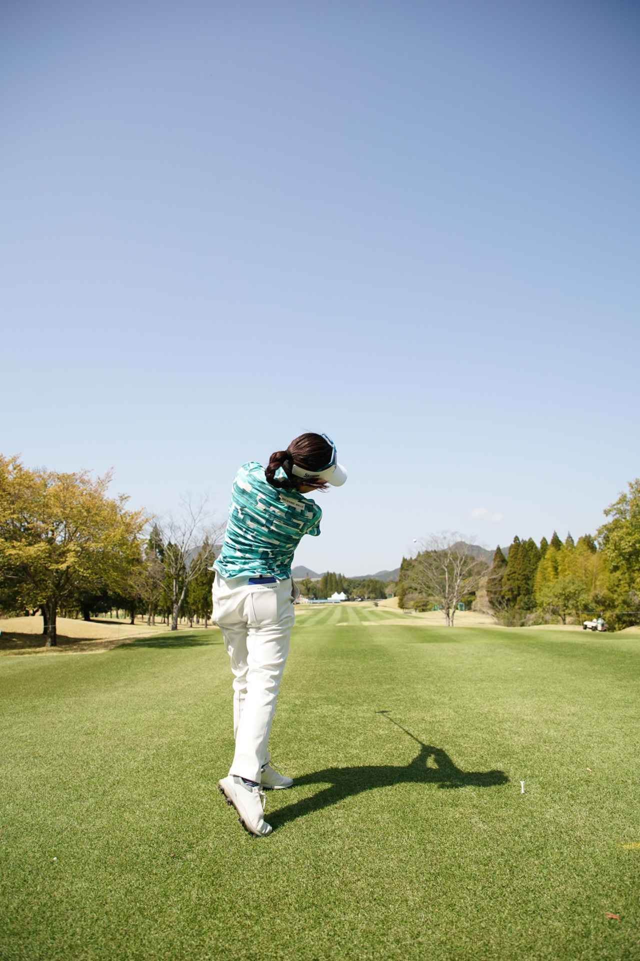 Images : 14番目の画像 - 青木瀬令奈のドライバー連続写真(後方) - みんなのゴルフダイジェスト