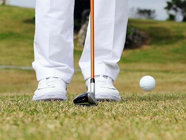 画像: ロフトの立ったウッド型UTなら、トップスピンをかけつつボールも上がり過ぎず転がすことができると小倉氏