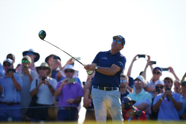画像: 48インチに迫る長尺のドライバーと短尺のミニドライバーを入れて「全米プロゴルフ選手権」を制したフィル・ミケルソン(Blue Sky Photos Blue Sky Photos)