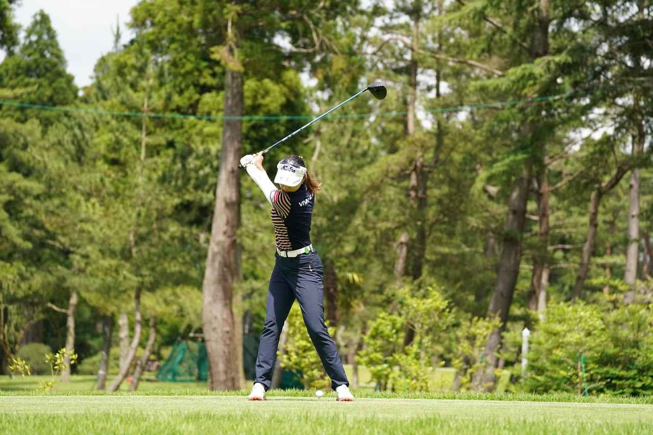 Images : 5番目の画像 - 宮田成華 ドライバー正面連続写真 - みんなのゴルフダイジェスト