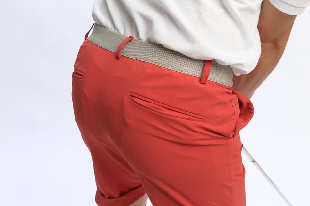 画像: 少し重たい小物を入れてもパンツが下がってこないのは優れたウエストゴムを採用しているから