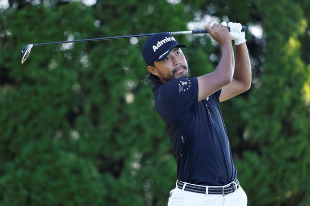 画像: PGAツアー「トラベラーズ選手権」初日を終え、トータル7アンダーで首位タイに立つ小平智(写真/Getty Images)