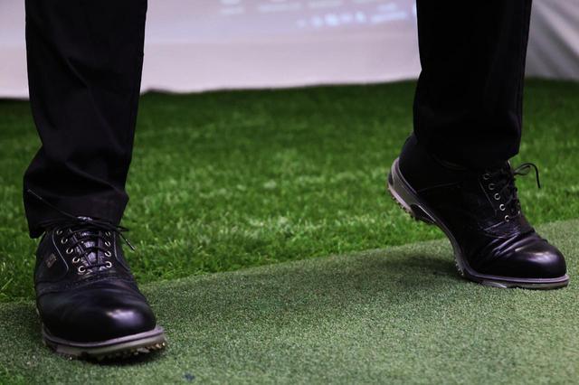 画像: 飛ばすためにヒールアップを取り入れようと小井土はいうが、アマチュアゴルファーにとってどんなメリットがあるか?