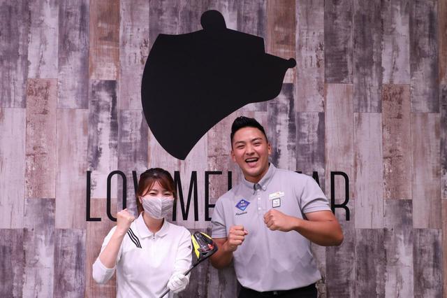 画像: ドラコン界のトッププロ・小井土峡太さん(右)のレッスンを受けたら……25ヤード飛距離アップした⁉