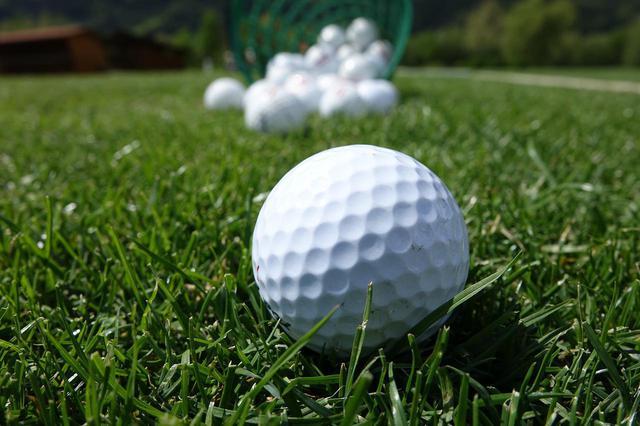 画像: ボールとフェースの間に芝の葉が一枚挟まればフライヤーは起こる