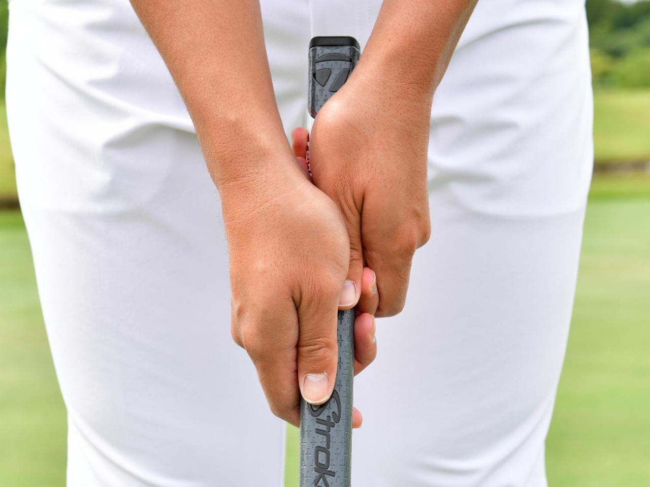 画像: 左手を握ったら、隙間がないように右手も同様の手順で握ろう