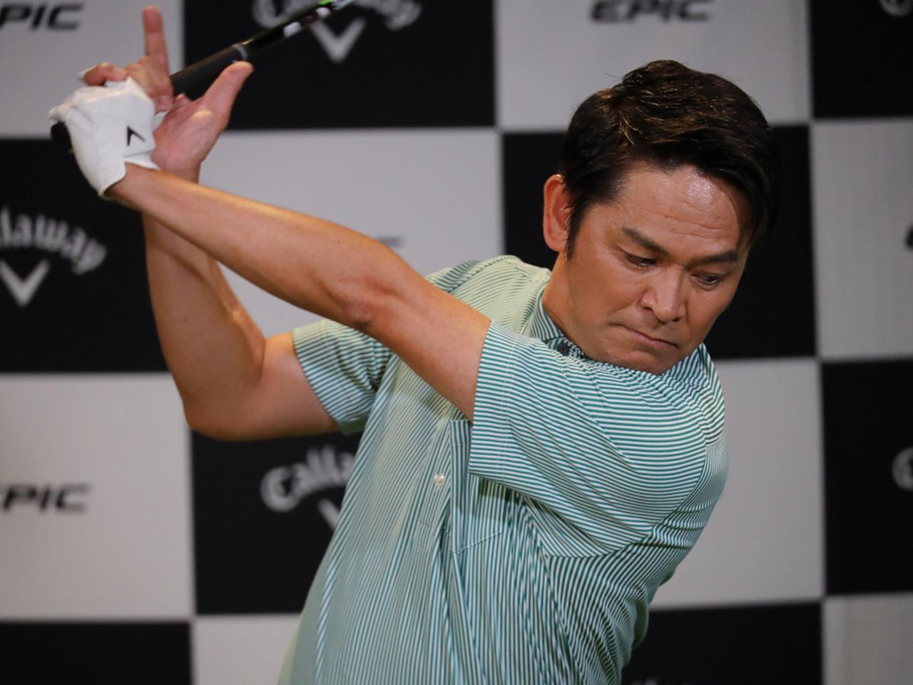 画像: 岡田もエピックマックスファストドライバーを試打。最長でトータル238ヤードと大幅飛距離アップした