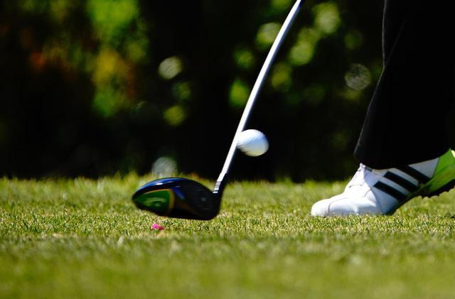 画像: 初速、打出し角、スピン量の飛びの三要素の内、打出し角はゴルファーが大いに選ぶ余地があるとギアライター高梨祥明はいう(写真/三木崇徳)