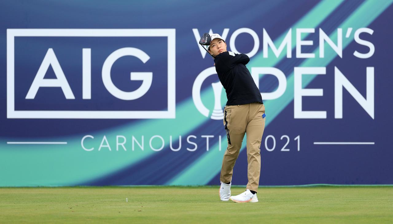 画像: 渋野日向子をはじめ7名の日本人選手が出場している海外メジャー「AIG女子オープン」。初日を終え、渋野はトータル2アンダーで11位タイ(写真/Getty Images)