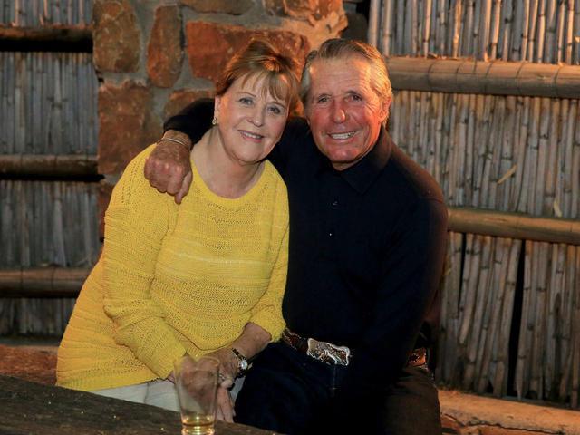 画像: レジェンドゴルファー、ゲーリー・プレーヤー(右)を支え続けた妻ビビアンさん(左)(写真/Getty Images)