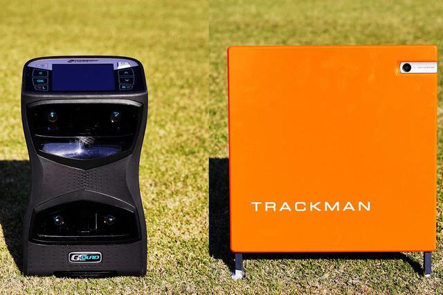 画像: 写真左がカメラ式の弾道解析器「GCクワッド」、写真右がレーダー式の弾道測定器「トラックマン」