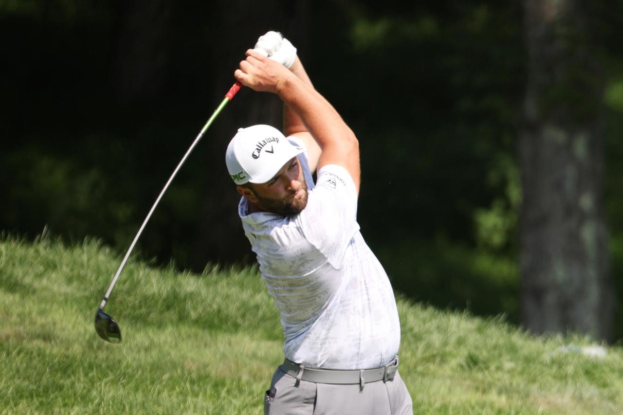 画像: PGAツアープレーオフシリーズ第2戦「BMW選手権」初日を終え、トータル8アンダーで首位タイと好スタートを切ったジョン・ラーム(写真/Getty Images)