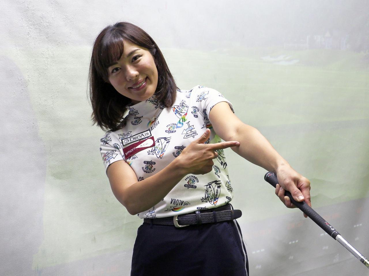 画像: フォロースルーで左腕が伸びた際に腕の内側が上側を向いている状態が正解