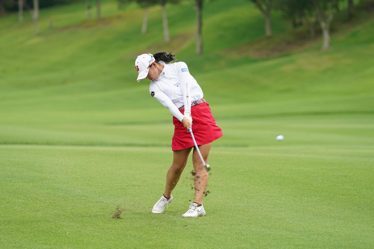 画像: 岡山絵里とテレサ・ルーのスウィングに憧れ参考にしているという(写真は2021年のゴルフ5レディス 写真/矢田部裕)