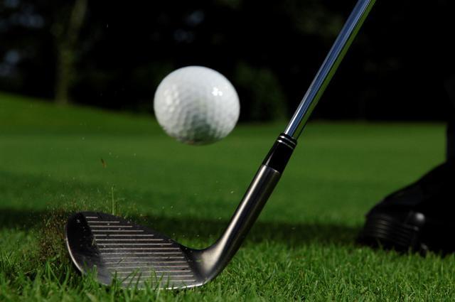 画像: 58度でアプローチするゴルファーは多いが、パターのほうが距離を合わせやすいという(撮影/増田保雄)