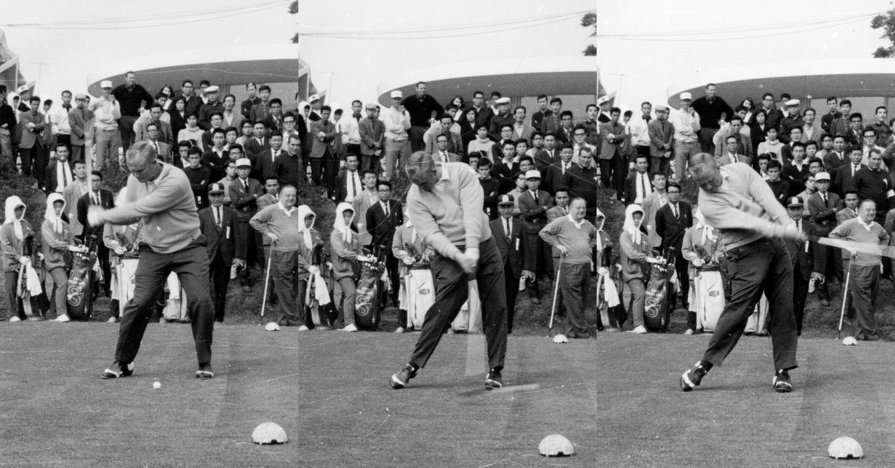 画像: 左足軸をキープしながらダウンスウィングしていき、ハーフウェイダウン辺りから上半身が右サイドに傾いていくのが特徴的。地面反力も取り入れているが、現代の選手のように左ひざが伸びきるまで蹴り上げてはいない