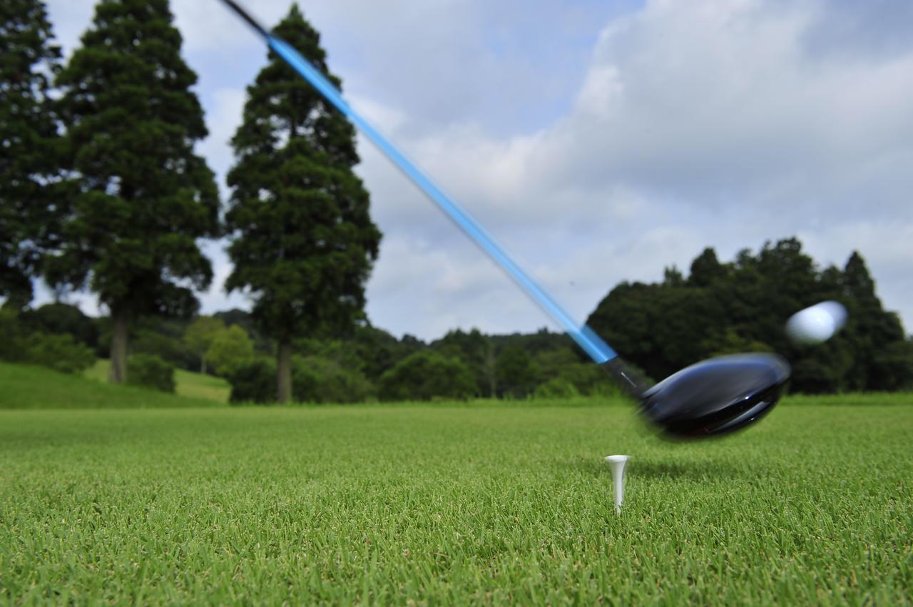 画像: 先輩ゴルファーとのラウンドで、120切りを目指すゴルファーが上達のために参考にしたいポイントとは?
