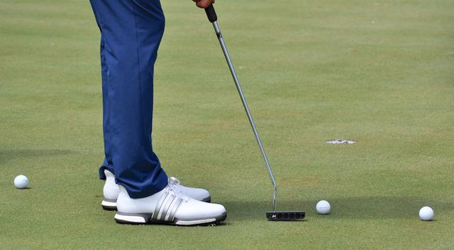 画像: D. Johnson tests Edel Golf's The Brick putter