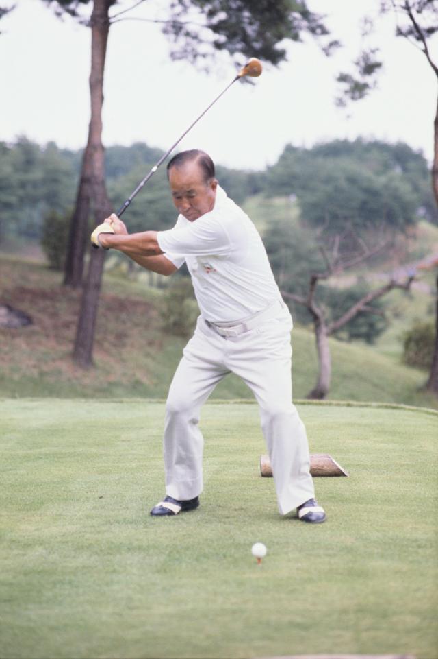 """画像4: 【伝説写真館】ゴルフの""""寅さん""""。中村寅吉"""