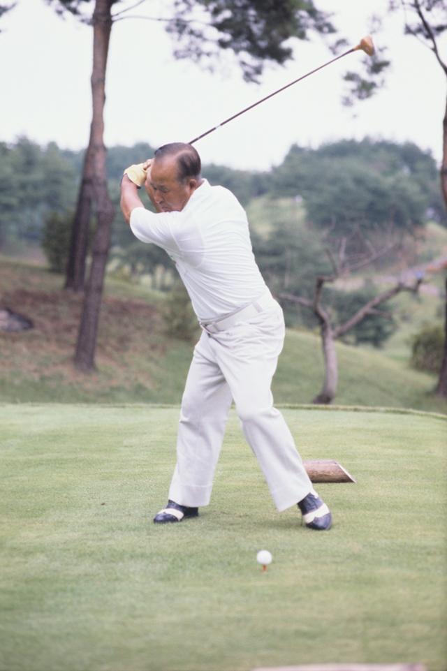 """画像3: 【伝説写真館】ゴルフの""""寅さん""""。中村寅吉"""