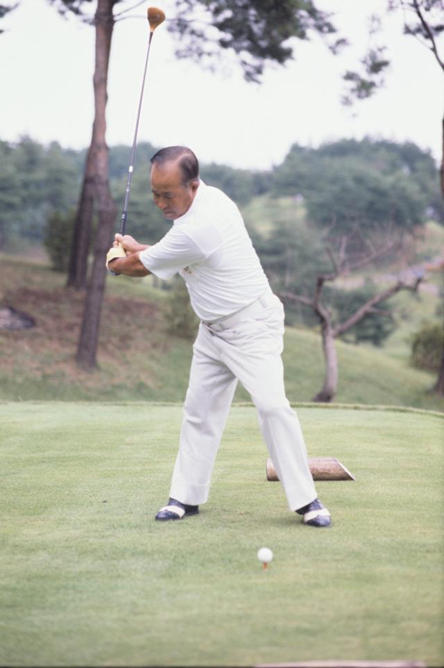"""画像2: 【伝説写真館】ゴルフの""""寅さん""""。中村寅吉"""