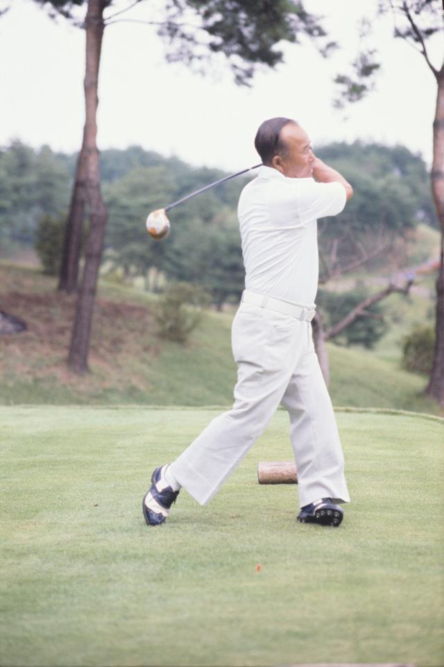 """画像7: 【伝説写真館】ゴルフの""""寅さん""""。中村寅吉"""