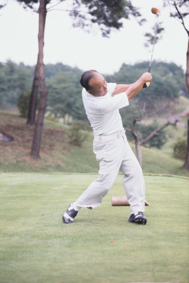 """画像6: 【伝説写真館】ゴルフの""""寅さん""""。中村寅吉"""