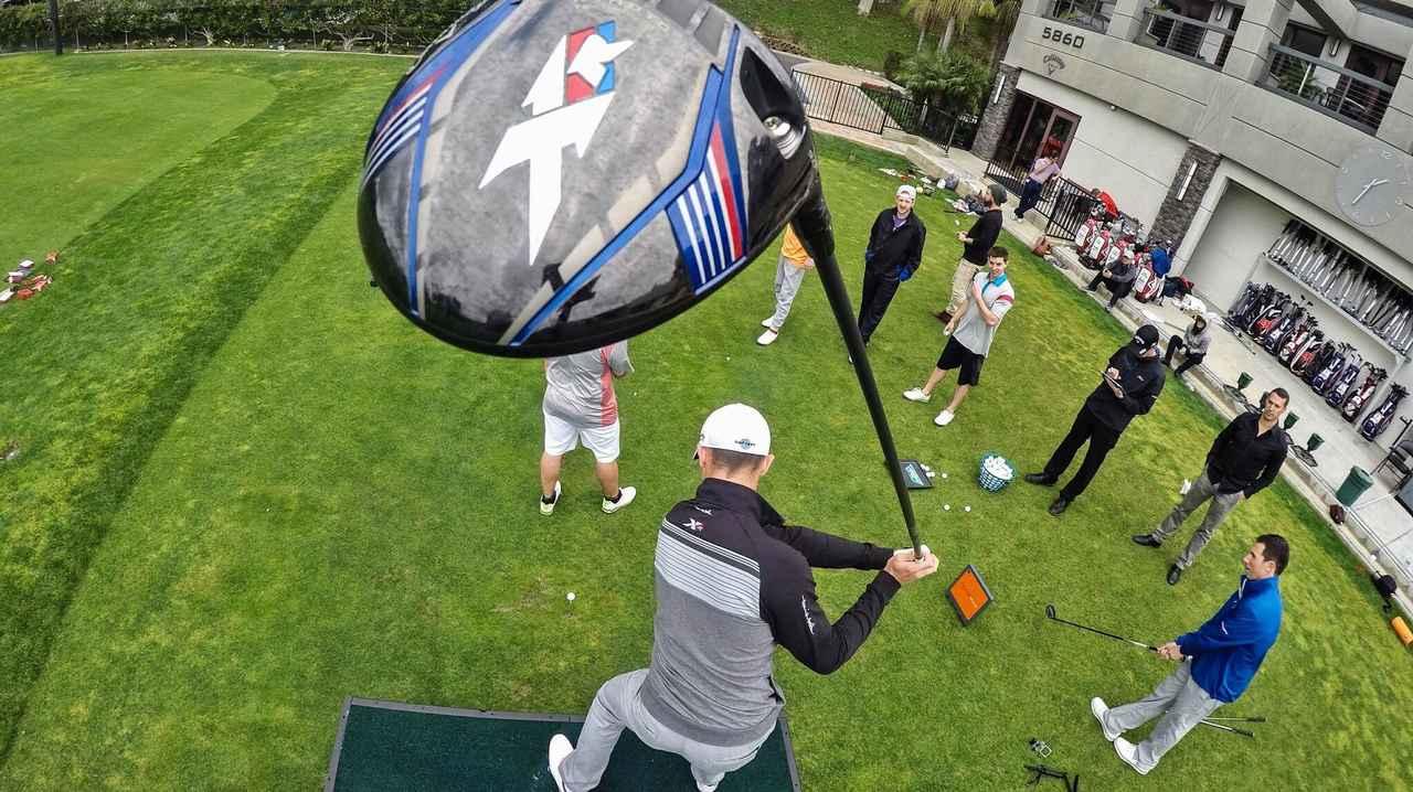 画像: 世界一の飛ばし屋は「技」も凄まじかった! - Thumbs Up Golf