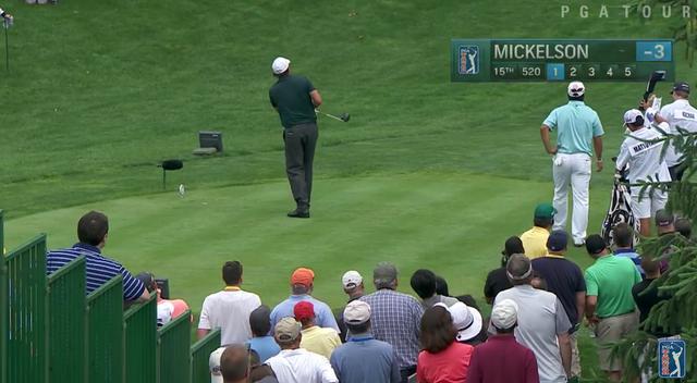 画像: ミケルソンの打球は大きく右に曲がり…… www.youtube.com