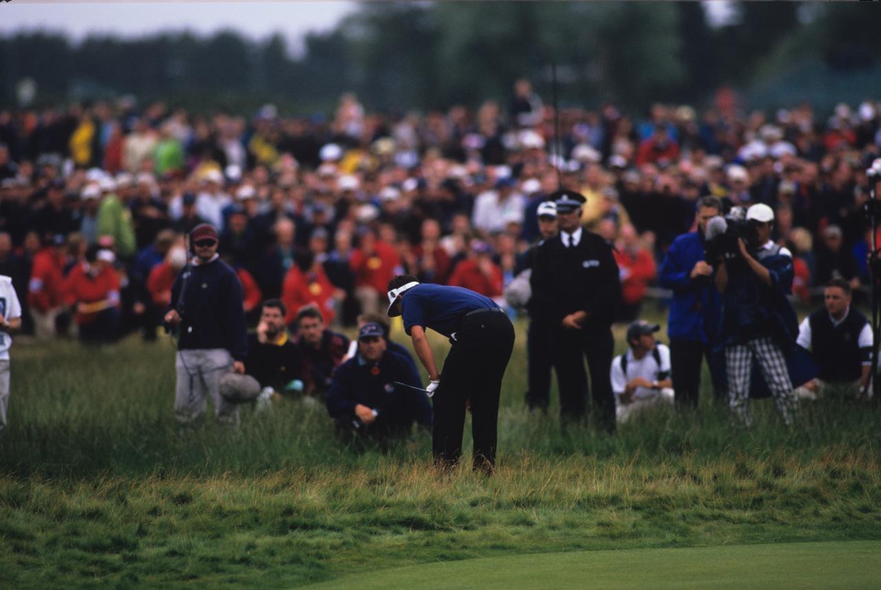 画像: ゴルフではときに誤った判断がスコアを大きく崩す。(写真は1999年の全英オープン最終日最終ホールで判断ミスからトリプルボギーを叩き優勝を逃したジャン・バンデベルデ)