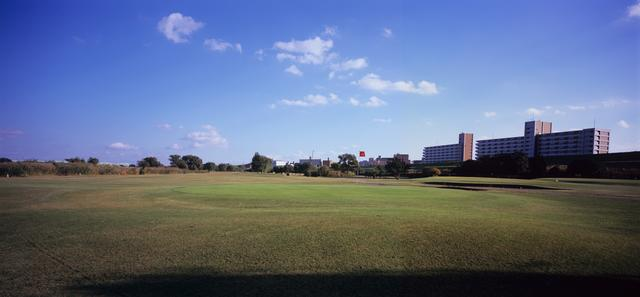 画像: 池袋から12分。JR埼京線浮間舟渡駅から徒歩約10分。都心から30分圏内のゴルフ場だ。
