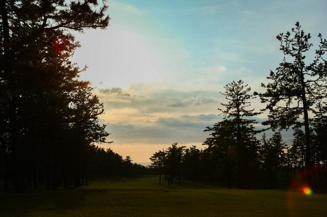 画像: 夕日が沈んで、さあこの後、どこに行こう。(撮影/三木 崇徳)