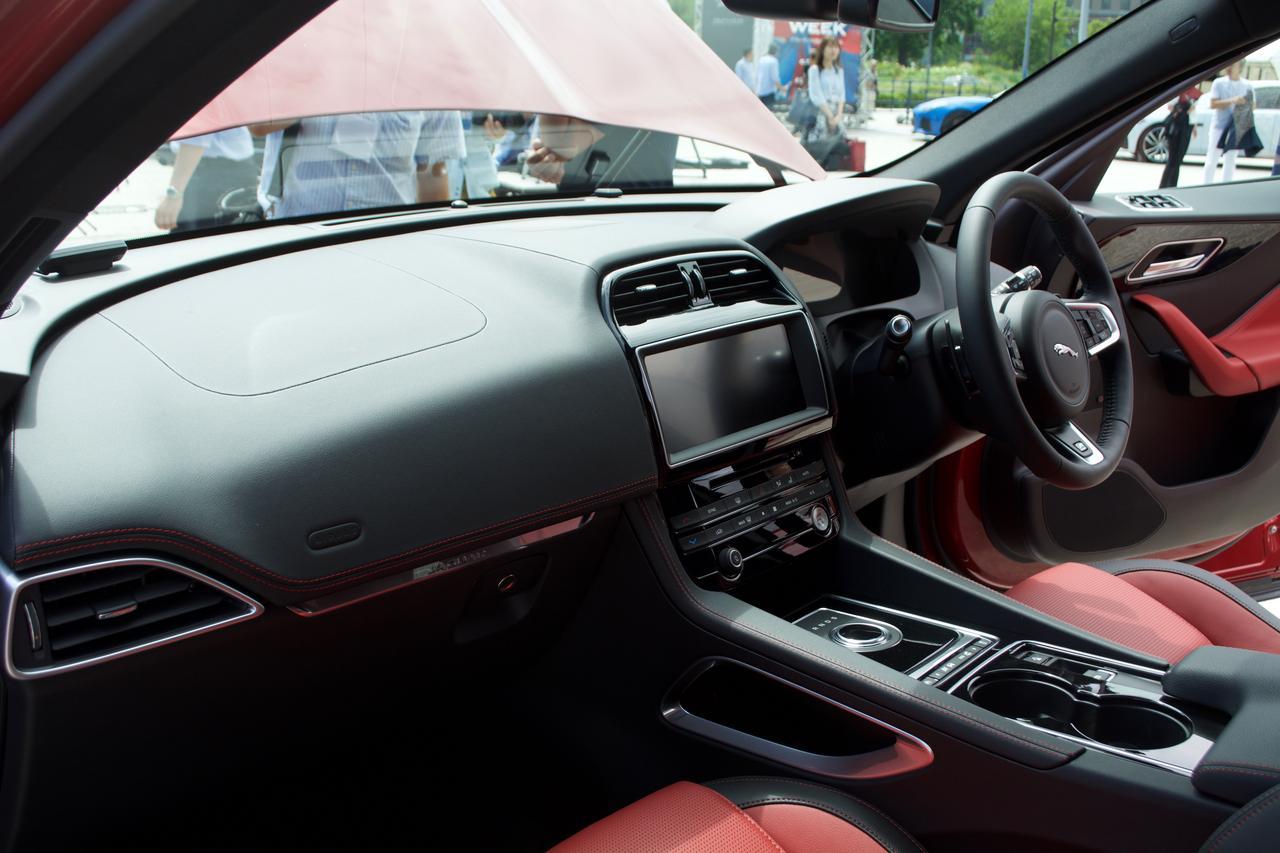画像: 運転席部分だけを見たらスポーツカーと間違えてしまうぐらいスポーティーなデザイン