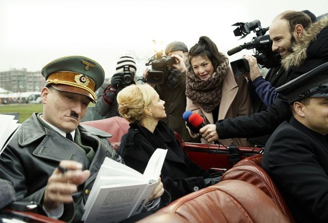 画像: ただのモノマネ芸人の枠を超え、メディアもヒトラーを無視できなくなってくる……