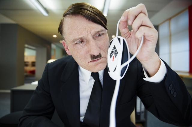 画像: 『帰ってきたヒトラー』予告編(ショートバージョン) www.youtube.com