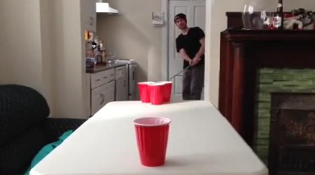 画像: ウェッジで打ったボールはカップ目指して一直線