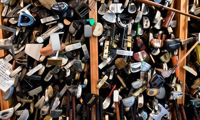 画像: 大量のパター。うーん、これってひょっとして宝の山なんじゃ。さしずめ宝物庫! readymag.com