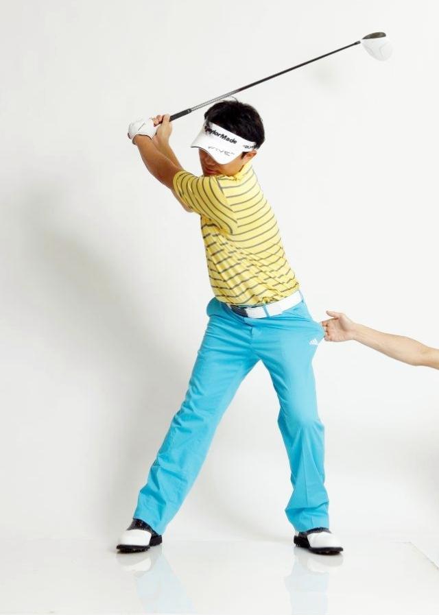 画像: 左のポケットをずーっと誰かに引っ張られてるイメージで、動き出したら止まらず最後まで振り切ろう