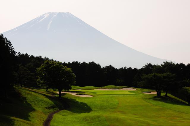 画像: 朝日に照らされた富士山。力強さを感じる……(撮影/横山博昭)