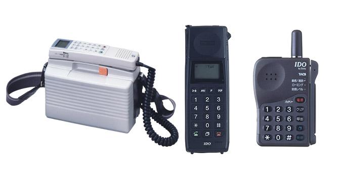 画像: IDO初のショルダーフォンは、重さなんと2.6キロ。ちなみにiPhone6は重さ128グラム time-space.kddi.com