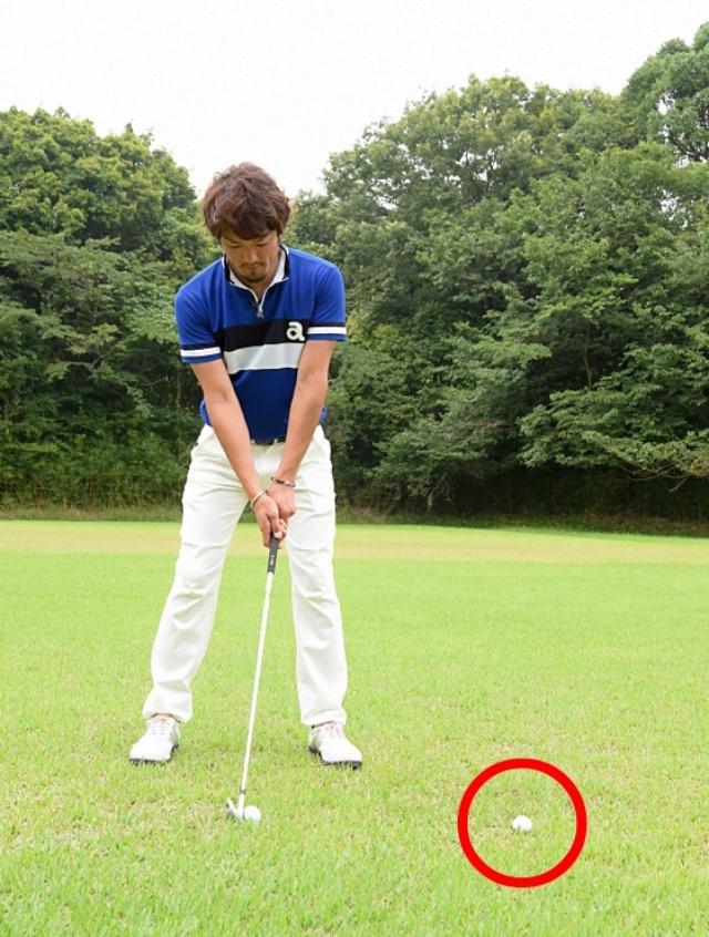 画像: 赤で囲んだボールに向かってヘッドを出していくイメージで振ると、フォローのスピードをアップさせることができますよ!