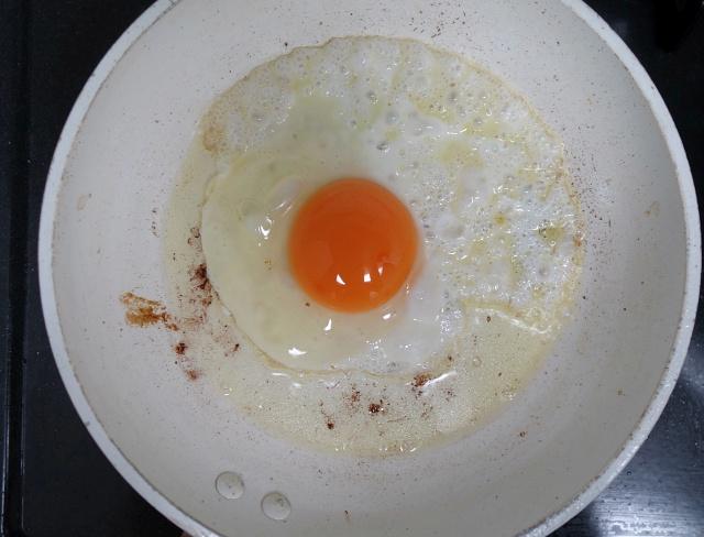 画像: ベーコンの旨みが卵に移る