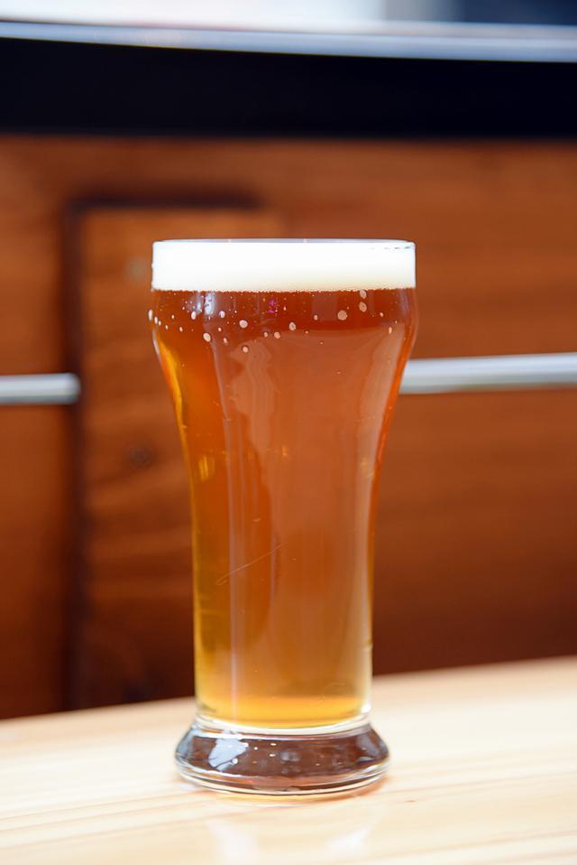 画像: 今回飲ませてもらった、ScuttleButt Brewingの「ゲールフォースIPA」。琥珀色で見た目にも美しい!