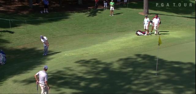 画像: 打ったボールは土手でワンクッション、カラーでツークッションして勢いが死に……