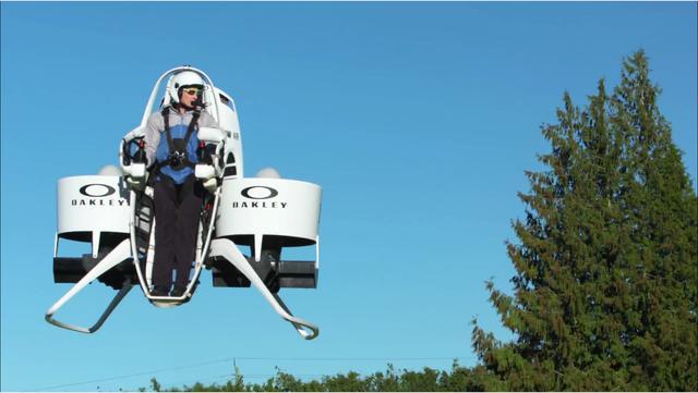 画像: 「空飛ぶゴルフカート」だった! なにこれすごい!