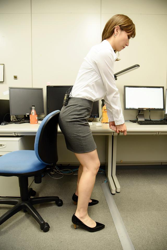 画像1: 美女レッスン@オフィス! 椅子にお尻をつけて、前傾角度をキープしよう